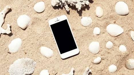 Kesä on hyvä hetki yrittää vähentää kännykän ja somen käyttöä.