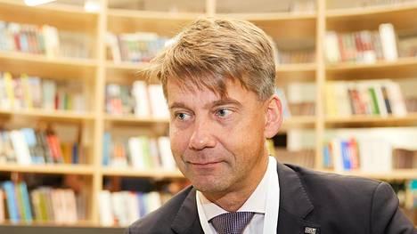 Juha Pekka Ojala kuvattiin Ohta Mall -kauppakeskuksen avajaisissa Pietarissa.