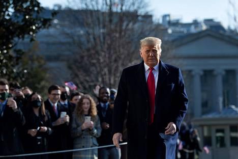 New Yorkin pormestari syyttää presidentti Trumpia väkijoukkojen yllyttämisestä kongressin mellakoissa loppiaisena. Trump kuvattuna tiistaina pääkaupunki Washingtonissa.