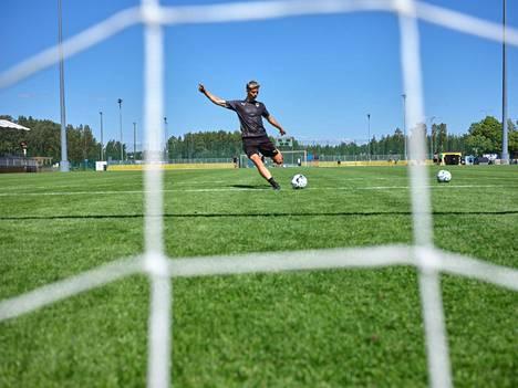 Levänen kertoo olleensa pitkän toipilasjakson aikana enemmän tekemisissä niiden kavereiden kanssa, joilla ei ole jalkapallon kanssa mitään tekemistä.