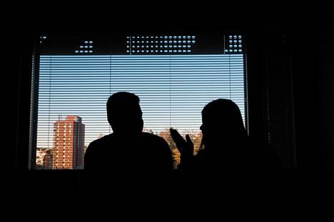 Mustafa ja Miriam joutuvat lähtemään pois vastaanottokeskuksesta. Irakiin he eivät halua palata, sillä he pelkäävät olevansa siellä hengenvaarassa.