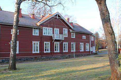 Malminkylän kartanon suuressa päärakennuksessa toimi Svenska Folkakademi 1900-luvun alkupuoliskolla.