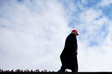 Donald Trump taisteli raivoisasti vaalivoitosta vielä 1. marraskuuta, jolloin hän tapasi kannattajiaan Michiganin osavaltion Washingtonissa.
