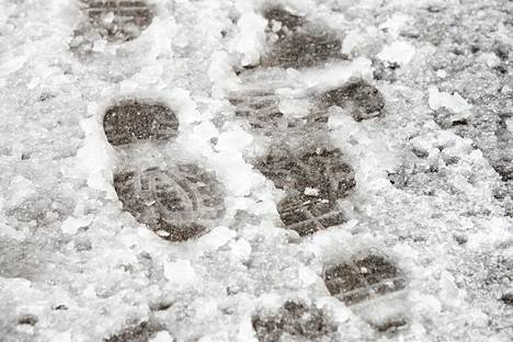 4. maaliskuuta: Talven lumiennätystä hätyyteltiin Helsingissä.