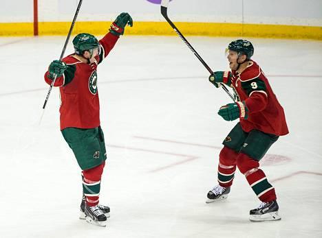 Ryan Suterilla (vas.) ja Mikko Koivulla ei sujunut Coloradoa vastaan. Kuva Edmonton-pelistä 27. lokakuuta.