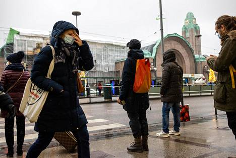 Koronatoimien tiukentuminen näkyy ihmisten liikkuvuudessa Helsingin ydinkeskustassa.