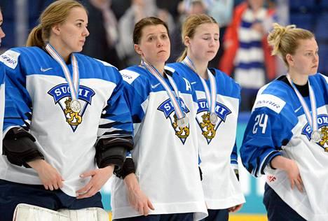 Suomen naisten jääkiekkomaajoukkue oli pettynyt dramaattisesti hävityn MM-finaalin jälkeen.