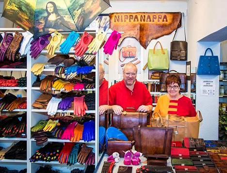 Nahkapaja Nippanapassa on laaja kirjo nahkatuotteita. Yrittäjät Anja ja Jussi Neirtamo ovat keränneet vuosikymmenten aikana uskollisen asiakaskunnan.