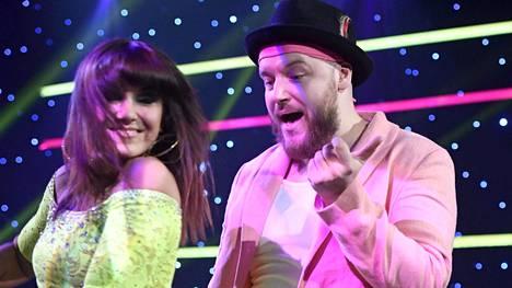 Muusikko Kasmir ja hänen tanssinopettajansa Ansku Bergström Tanssii tähtien kanssa -ohjelmassa.