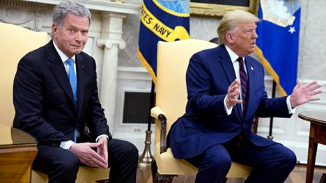 Suomen presidentti Sauli Niinistö seurasi vierestä, kun Yhdysvaltain presidentti Donald Trump ärsyyntyi virkarikostutkintaa koskevista kysymyksistä.