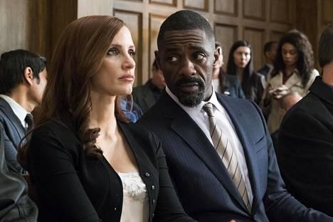 Jessica Chastain ja Idris Elba Molly's Game -elokuvan pääosissa.