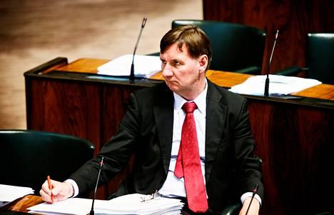 Entinen ministeri Jukka Gustafsson herkistyi lähetekeskustelussa.