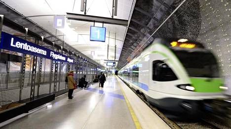 Kehäradan lähijuna Helsinki-Vantaan asemalla tammikuussa 2016.