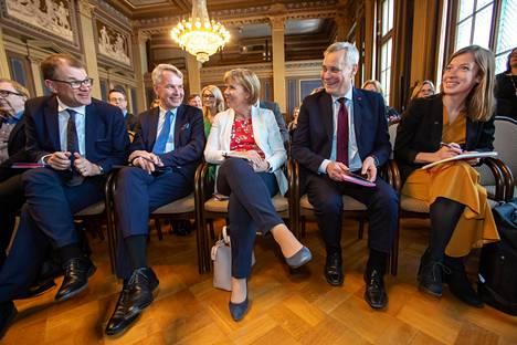 Juha Sipilä (kesk ), Pekka Haavisto (vihr), Anna-Maja Henriksson (r), Antti Rinne (sd) ja Li Andersson (vas) hahmottelevat seuraavan hallituksen politiikkaa.
