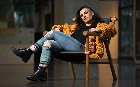 Ammattinyrkkeilijä Eva Wahlström löysi taideyliopistossa