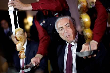 Brasilian presidentti Michel Temer tapasi sunnuntaina ulkomaisia diplomaatteja liharavintolassa maan pääkaupungissa Brasiliassa.