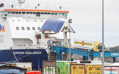 Lautta saapumassa Britannian puolelta Larnen satamaan Pohjois-Irlannissa tammikuun alussa.