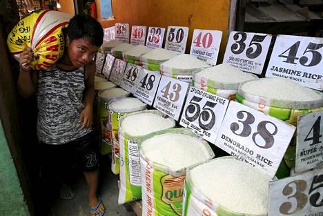 El Nino -sääilmiöstä kärsivä Filippiinit joutuu tuomaan 750 000 tonnia lisää riisiä ulkomailta paikatakseen satotuhoja. Kuivuudesta ennustetaan pahinta 65 vuoteen.