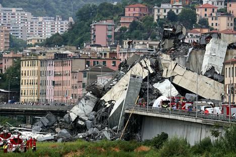 43 ihmistä kuoli, kun moottoritiesilta romahti Genovassa elokuussa 2018.