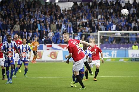 HJK ja HIFK pelasivat torstaina täyden katsomon edessä hyvätunnelmaisessa ottelussa.