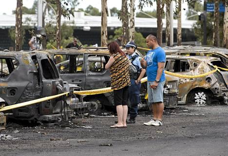Poliisi auttoi pariskuntaa löytämään palaneen autonsa Sydneyssä maanantaina.