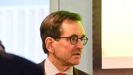 Selvitysryhmän puheenjohtaja, työelämäprofessori ja Etlan toimitusjohtaja Vesa Vihriälä kertoi raportista tiedotustilaisuudessa Helsingissä perjantaina.