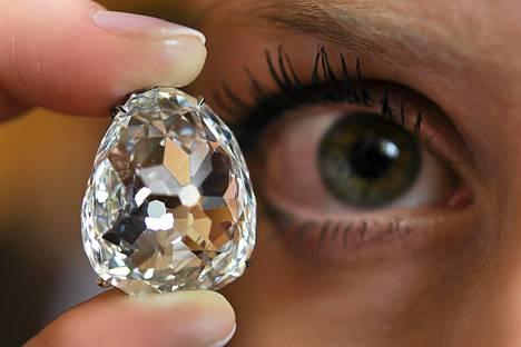 Beau Sancy -nimellä kulkeva timantti on kooltaan 35 karaattia eli 7 grammaa.