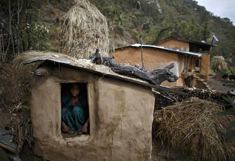 14-vuotias Uttara Saud kuvattiin Nepalin Achhamin piirikunnassa helmikuussa 2014, kun hänet oli eristetty kuukautistensa takia.