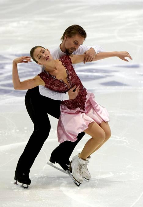 Olesia Karmi ja Max Lindholm taitoluistelun Finlandia Trophyssa viime lokakuussa Espoossa.