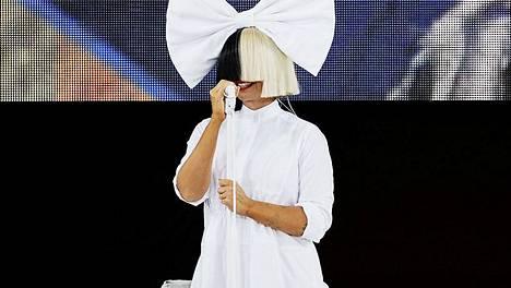 Sia esiintyi Good morning, America -ohjelmassa heinäkuussa.