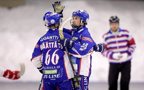 Tommi Määttä (vas.) ja Tuomas Määttä juhlivat välierissä JPS:ää vastaan.