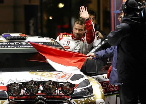 Sébastien Loeb tervehti faneja Monte Carlossa.