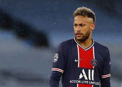 Neymar jatkaa PSG:ssä ainakin kauden 2025 loppuun saakka.