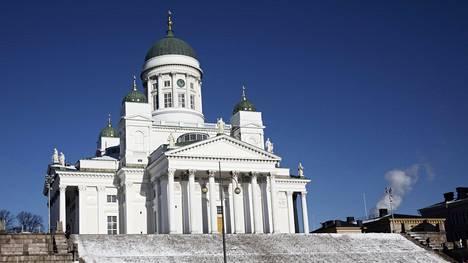 Helsingin tuomiokirkon kirjanpitoarvo on noin yhdeksän miljoonaa euroa. Sen todellista arvoa voi pohtia kirkon käyttöarvon mukaan. Minkälaista vuokratulovirtaa kirkosta saisi, jos sen myisi ja vuokraisi takaisin esimerkiksi 300 vuodeksi?