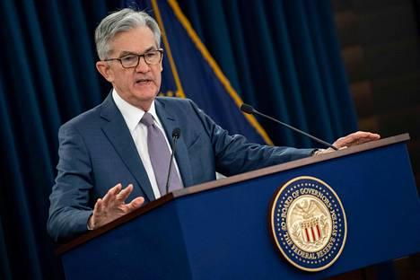 Yhdysvaltain keskuspankin pääjohtaja Jerome Powell kertoi maaliskuussa keskuspankin päätöksestä laskea korkoja.