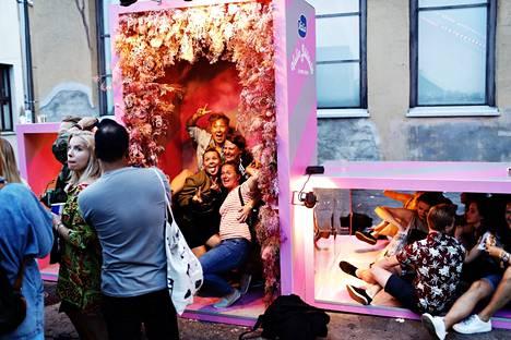 Festivaalit voivat näyttää koronaviruksen perustason alueilla samalta kuin aikana ennen koronapandemiaa. Kuva vuoden 2019 Flow festivaaleilta Helsingistä.