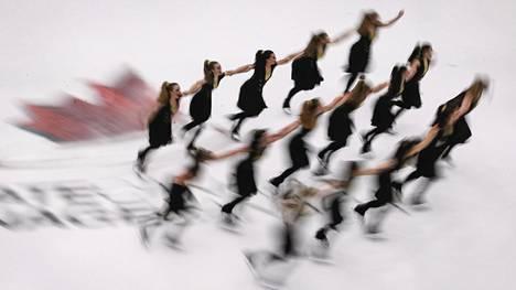 Painon ja syömisten tarkkailu sekä ulkonäköpaineet ovat osa suomalaisten naisurheilijoiden arkea. Kuvituskuva.