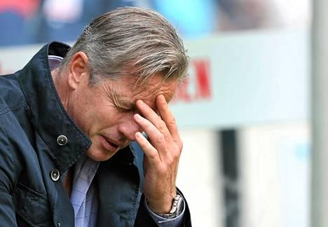 Schalke-valmentaja Jens Kellerillä ei ole ollut hyvä viikko.