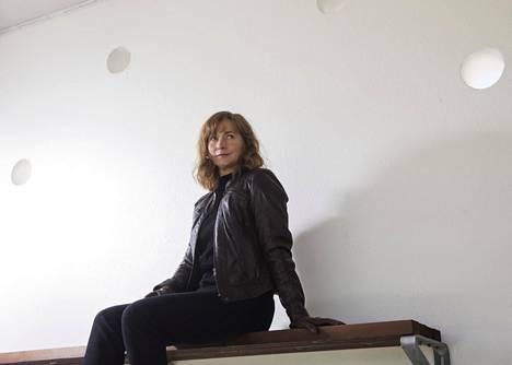 Näyttelijä Leena Pöysti on monien tv-sarjojen keskushahmoja. Hän on myös tunnettu mainosääni.