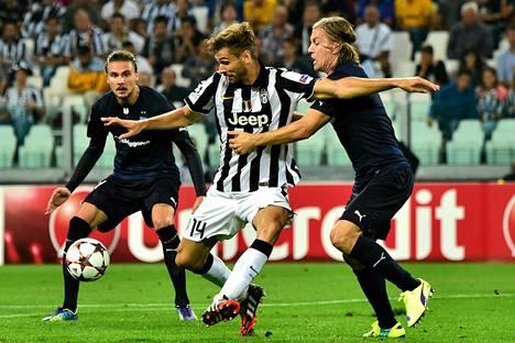 Markus Halsti (oik) puolusti Fernando Llorentea ja muita Juventus-tähtiä vastaan.