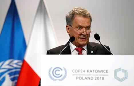 Suomen tasavallan presidentti Sauli Niinistö puhumassa Katowicessa maanantaina.