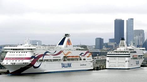 Matkustajalaivoja Tallinnan satamassa syyskuussa.