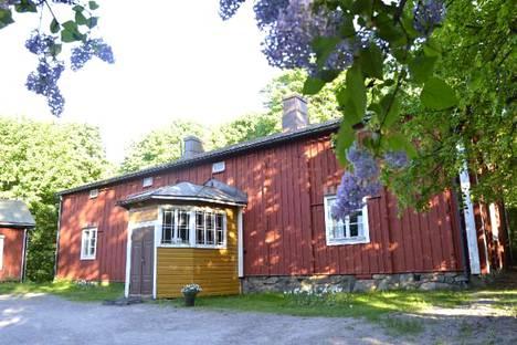 Övre Nybackan päärakennus on Vantaan vanhimpia rakennuksia.