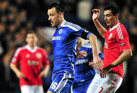 Chelsean John Terry pelasi keskiviikkona Benficaa vastaan kylki kipeänä.