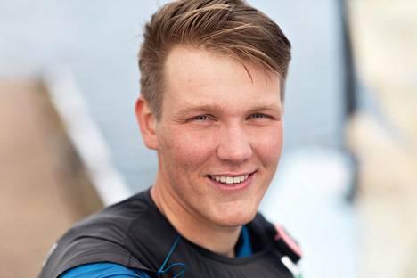 Oskari Muhonen on 23-vuotias olympialuokkien purjehtija.