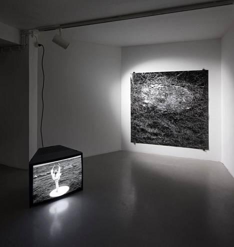 A K Dolven: to you 1994–2018, digitalisoitu elokuva ja pigmenttituloste.
