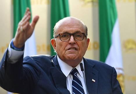 Rudy Giuliani toimii Trumpin avustajana, mutta hänellä ei ole muodollista asemaa Yhdysvaltain presidentin hallinnossa.