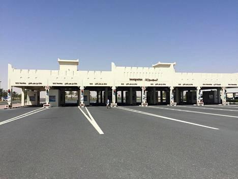 Saudi-Arabiaan vievällä raja-asemalla Qatarissa oli hiljaista maanantaina. Saudi-Arabia on käytännössä sulkenut rajan.
