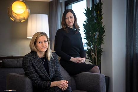 Asianajotoimisto Hannes Snellmanin asianajajat Anna-Maria Tamminen (vas.) ja Helen Lehto ovat olleet tekemisissä riitasijoittajien kanssa töissään kolmisen vuotta.