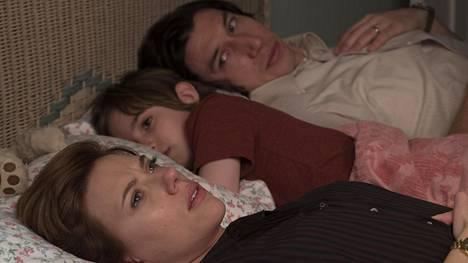 Nicolen (Scarlett Johansson) ja Charlien (Adam Driver) eron taustalla on ennen kaikkea Nicolen tyytymättömyyttä ja turhautumista.